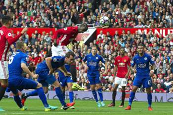 Paul Pogba (C) scores the 4-0 lead during the English Premier League soccer match between Manchester United and Leicester City at the Old Trafford in Manchester, Britain, 24 September 2016.