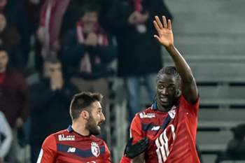 Lille's Portuguese forward Eder (R) celebrates with defender Julian Palmieri after scoring a goal during the French L1 football match Lille vs Bordeaux on Februrary 25, 2017 at the Pierre-Mauroy stadium in Villeneuve d'Ascq. PHILIPPE HUGUEN / AFP