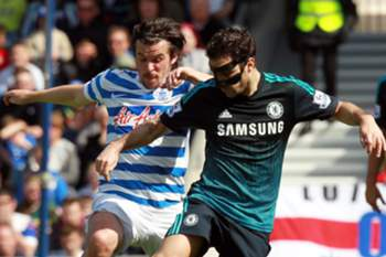 QPR's Joey Barton (L) in action with Chelsea's Cesc Fabregas during the English Premier League soccer match between Queen's Park Ranger's and Chelsea at Loftus road in West London, England, 12 April 2015.
