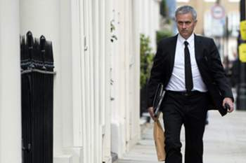 epa05331501 A picture made available 27 May 2016 shows Portuguese soccer coach Jose Mourinho arriving at his home in Central London, Britain, 26 May 2016. Media reports suggest that Jose Mourinho will take over from Louis Van Gaal as manager of Manchester United. It is expected that a formal announcement will be made this week.
