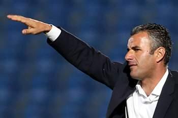 O treinador do Marítimo, Ivo Vieira, reage durante o jogo da Taça da Liga contra o Feirense, disputado no estádio Marcolino Castro, Santa Maria da Feira, 15 de novembro de 2015.JOSÉ COELHO/LUSA