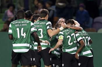 Equipa do Sporting festeja um golo