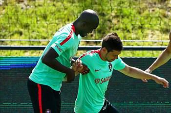 Raphael Guerreiro ausente no treino da seleção