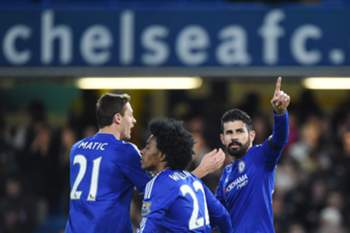 Diego Costa (R) celebrates after scoring a goal during the English Premier League soccer match between Chelsea and Norwich City at Stamford Bridge in London, Britain, 21 November 2015.