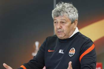 epa05257136 Shakhtar head coach Mircea Lucescu answer questions of journalists during a press conference in Lviv, Ukraine, 13 April 2016. Shakhtar Donetsk will face Braga in the UEFA Europa League quarter-finals, second leg soccer match at the Arena Lviv stadium on 14 April 2016. EPA/SERGEY DOLZHENKO
