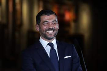 epa06017326 FC Porto's new Portuguese head coach Sergio Conceicao during is official presentation at the Dragao stadium in Porto, Portugal, 08 June 2017. Sergio Conceicao signed a two-year contract with FC Porto. EPA/JOSE COELHO