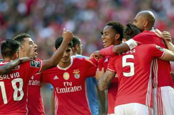 Benfica players celebrates a own goal scored by Luis Aurelio of Feirense during their Portuguese first league soccer match 02 October 2016 at the Luz Stadium in Lisbon, Portugal. MANUEL DE ALMEIDA/LUSA