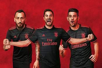 Mitroglou, Jardel e Pizzi com a camisola alternativa do Benfica para a época 2016/2017