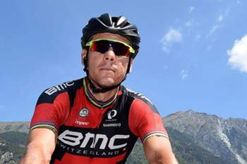 epa04775625 Belgian rider Philippe Gilbert of the BMC team prior to the start of the 20th stage of the 98th Giro d'Italia cycling tour, over 199 km from Saint-Vincent to Sestrieres, Italy, 30 May 2015. EPA/DANIEL DAL ZENNARO