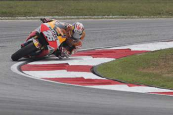 epa04994374 Spanish MotoGP rider Dani Pedrosa of Repsol Honda Team in action during the 2015 Malaysian Motorcycling Grand Prix in Sepang International Circuit near Kuala Lumpur, Malaysia, 25 October 2015. EPA/FAZRY ISMAIL