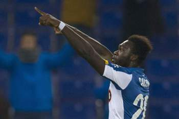 epa04577214 RCD Espanyol´s Ecuadorian striker Felipe Salvador Caicedo celebrates after scoring against Sevilla during their Spanish King´s Cup quarterfinal first leg match played at Power8 Stadium in Barcelona, northeastern Spain, on 22 January 2015. EPA/ALEJANDRO GARCIA