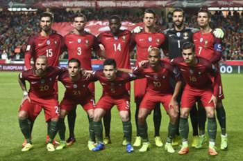 Portugal's defender Jose Fonte; Portugal's goalkeeper Rui Patricio; Portugal's forward Cristiano Ronaldo; Portugal's forward Ricardo Quaresma; Portugal's defender Cedric Soares; Portugal's defender Raphael Guerreiro; Portugal's midfielder Joao Mario; Portugal's forward Andre Silva) pose for a family photo before the during the WC 2018 group B football qualifing match Portugal vs Hungary at the Luz stadium in Lisbon on March 25, 2017. / AFP PHOTO / PATRICIA DE MELO MOREIRA