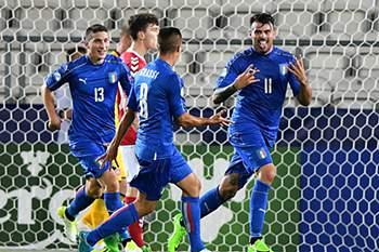 Andrea Petagna celebra um golo pela Itália frente à Dinamarca no Euro2017 de sub-21.