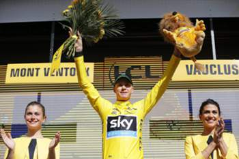 epa05424723 British rider Christopher Froome (C) of Team Sky celebrates on the podium after retaining the overall leader's yellow jersey following the 12th stage of the 103rd edition of the Tour de France cycling race over 184km between Montpellier and Mont Ventoux, France, 14 July 2016. EPA/YOAN VALAT