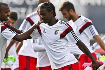 Nélson Semedo com Victor Andrade durante um treino do Benfica.