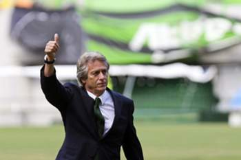 epa04827022 Sporting's new coach Jorge Jesus greets fans during his presentation as new head coach of Portuguese soccer club Sporting Lisbon at Alvaladade Stadium in Lisbon, Portugal, 01 July 2015. Jorge Jesus signed a three-year-contract. EPA/MIGUEL A. LOPES
