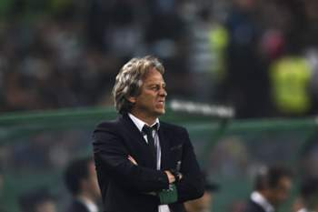 Sporting's head coach Jorge Jesus stands on the sideline during the Portuguese league football match Sporting CP vs SL Benfica at the Jose Alvalade stadium in Lisbon on April 22, 2017. / AFP PHOTO / PATRICIA DE MELO MOREIRA