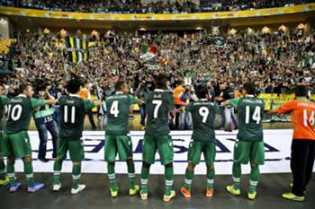 Sporting's players celebrate with their supporters after winning the UEFA Futsal Cup third-place play-off against Dina Moskva at Meo Arena in Lisbon, Portugal, 26 April 2015. MARIO CRUZ/LUSA