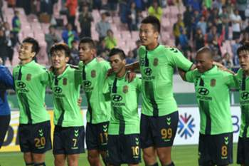 eonbuk Hyundai Motors's players celebrating after winning against Melbourne Victory at the Jeonju World Cup Stadium in Jeonju, South Korea, 24 May 2016. Jeonbuk beat the Australian club, advancing to the quarterfinals of the Asian Football Confederation (AFC) Champions League.