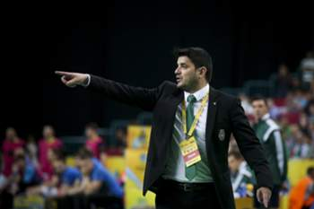 Sporting's coach Nuno Dias reacts during the UEFA Futsal Cup third-place play-off against Dina Moskva at Meo Arena in Lisbon, Portugal, 26 April 2015. MARIO CRUZ/LUSA
