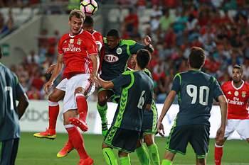 Branimir Kalaica em ação num jogo da Algarve Cup entre Benfica e Vitória de Setúbal.