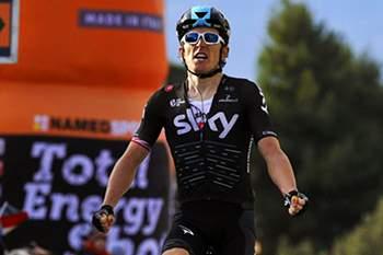 Geraint Thomas sobe à liderança na Volta aos Alpes, Mendes desce a 16.º.