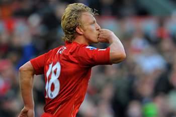 Dirk Kuyt festeja golo pelo Liverpool