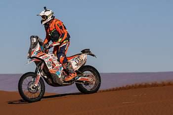Portugueses ganham terreno em motos na África Eco Race