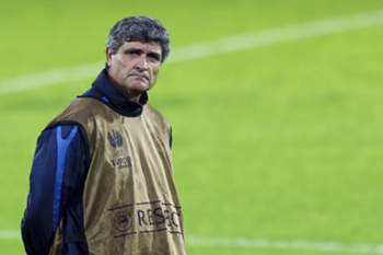 epa03921065 FC Dnipro's head-coach Spanish Juande Ramos during a training session prior the Europa League soccer match against Pacos de Ferreira, at Guimaraes stadium,