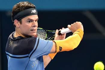 epa05094967 Milos Raonic of Canada returns a ball to Roger Federer of Switzerland during the Men's Final of the Brisbane International Tennis Tournament in Brisbane, Australia, 10 January 2016. EPA/BRADLEY KANARIS AUSTRALIA AND NEW ZEALAND OUT