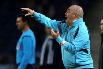 União da Madeira coach Vítor Oliveira reacts during the Portuguese League Cup soccer match with FC Porto held at Dragao stadium in Porto, Portugal, 13 January 2015. ESTELA SILVA/LUSA