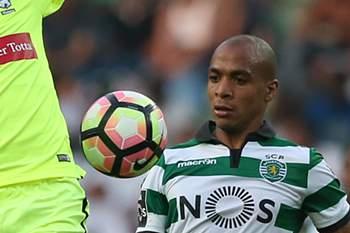 João Mário em ação pelo Sporting no jogo da primeira jornada do campeonato nacional com o Marítimo.