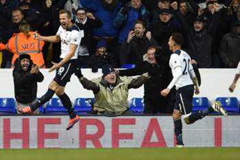 Harry Kane celebrates scoring the winning goal against West Ham United during the English Premier League game between Totthenham Hotspurs and West Ham United at the White Hart Lane in London, Britain, 19 November 2016.