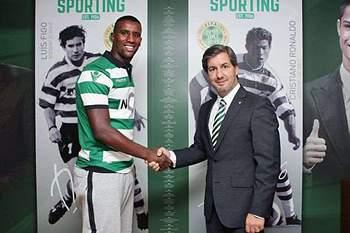 Douglas assina por três épocas com o Sporting