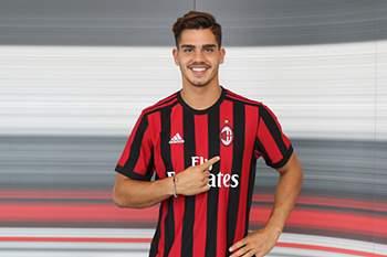 André Silva apresentado no AC Milan