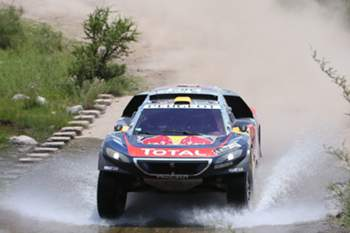 epa05103938 French Stephane Peterhansel, of Peugeot team, in action during the 12th stage of Rally Dakar 2016, between San Juan and Villa Carlos Paz localities, Argentina, 15 January 2016. EPA/Felipe Trueba