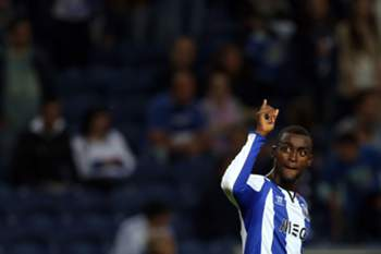 FC Porto's Jackson Martinez celebrates after score the second goal against Gil Vicente during the Portuguese First League soccer match held at Dragao stadium in Porto, Portugal, 10 Mayl 2015. ESTELA SILVA/LUSA