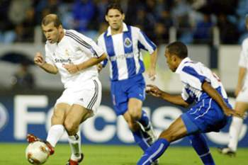 Real Madrid - FC Porto: Costinha e Zidane