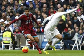 Jonathas de Jesus com Pepe durante um Real Sociedad - Real Madrid