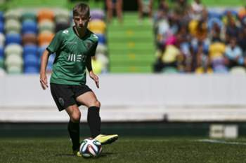 epa04310710 Sporting's Scottish player Ryan Gauld in action during a pre-season training session at Alvalade Stadium in Lisbon, Portugal, 11 July 2014. EPA/MARIO CRUZ