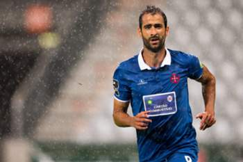epa04890689 Tiago Caeiro of Belenenses in action during the UEFA Europa League playoff soccer match between SCR Altach and Clube de Futebol Os Belenenses, in Innsbruck, Austria, 20 August 2015. EPA/JOHANN GRODER no restriction apply