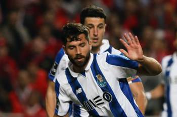 Benfica's Kostas Mitroglou (R) in action with FC Porto's Felipe during their Portuguese First League soccer match at Luz Stadium, in Lisbon, Portugal, 1 April 2017. MIGUEL A. LOPES/LUSA