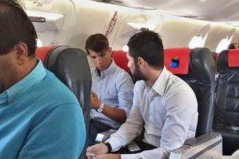 Médio espanhol foi fotografado num avião com destino ao Porto.