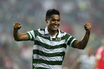 Sporting Clube de Portugal player Teo Gutierrez celebrates his goal against Sport Lisboa e Benfica during the 'Candido de Oliveira' Supercup match held at Algarve Stadium in Faro, 09 August 2015. LUIS FORRA/LUSA