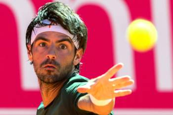 epa05939129 Portuguese tennis player Gastao Elias in action during his match against Malek Jaziri of Tunisia, during their first round match at the Estoril Open tennis tournament in Estoril, Portugal, 01 May 2017. EPA/TIAGO PETINGA