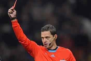 O eslovaco Damir Skomina foi hoje nomeado pela UEFA para arbitrar o jogo de terça-feira entre o Olympiacos e o Benfica, na quarta jornada do Grupo C da Liga dos Campeões em futebol.