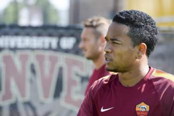 epa04331024 Dutch midfielder of As Roma Urby Emanuelson during a training team in Denver, USA, 25 July 2014. As Roma will face Manchester United for the Guinness Champions Cup on 26 July.