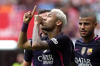 Neymar celebra um golo contra o Sporting Gijón