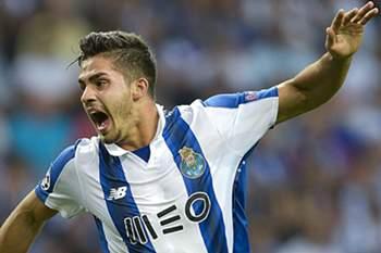 André Silva (D) marcou a favor do FC Porto
