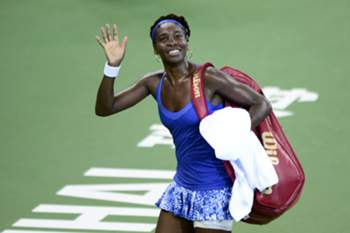 Venus Williams saúda o público torneio de Zhuhai, na China